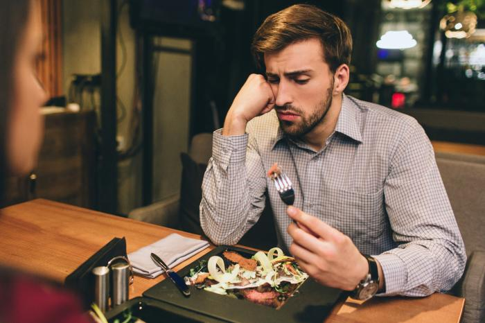How to Stay Safe While Eating Out: Advice From an Infectious Disease Expert
